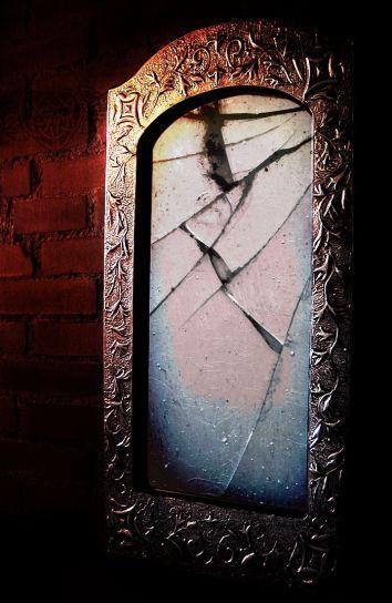 bd7c743aefb9c4d165e974661555313c--broken-mirror-old-mirrors